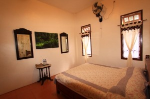 Savannah room has queen size bed, bath up, hot water shower and 3 persons maximum